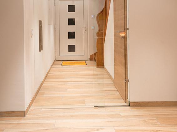 verlegung von bodenfliesen bei unseren kunden fliesenlegen mit system. Black Bedroom Furniture Sets. Home Design Ideas